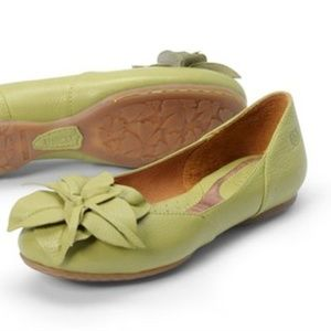Born Peony Meadow Leather Ballet Flat 7.5 Lime